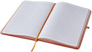 Zápisník A5 s barevně sladěným uzávěrem a stužkou.