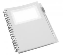 Poznámkový blok s plastovými (PP) deskami, 70ti stranami a plastovým kuličkovým perem v barvě desek s modrou náplní.