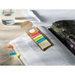 Záložka včetně 13 cm pravítka, 1 žlutý poznámkový blok a 5 popisovačů v různých barvách.
